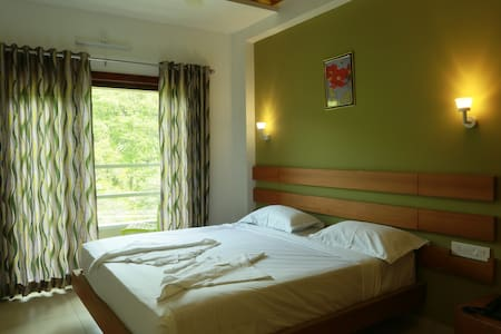 STANDARD NON A/C ROOMS/FOREST VIEW ROOM - Thavinhal - Bed & Breakfast