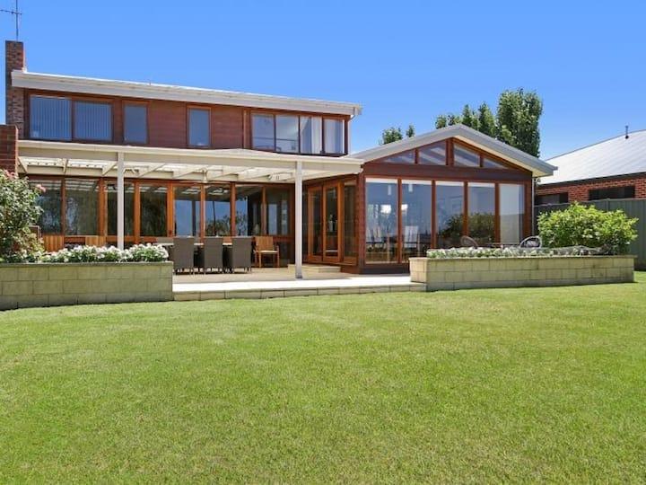 Lake House 61