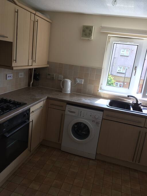 Shared Kitchen with microwave, washing machine, fridge, kettle,oven and hob