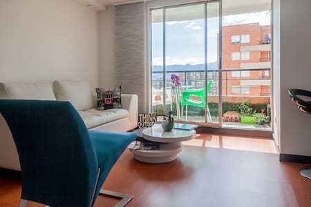 Modern 1BR by-airport, great view! - Bogotá - Huoneisto