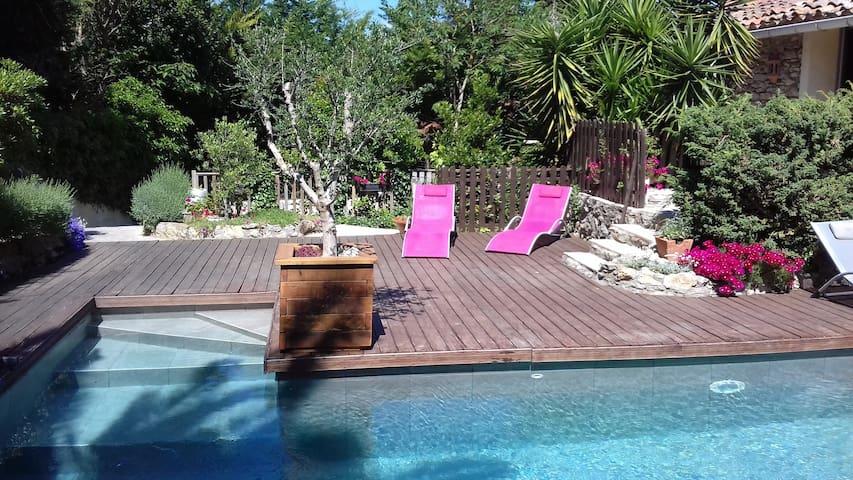 Maison 4/10 personnes piscine chauffée en saison