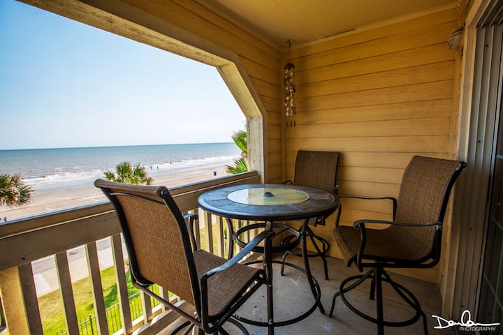 Close to all attractions; WiFi; Beach view