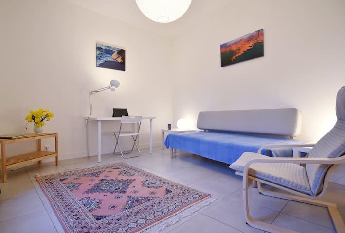 le salon, avec lit-divan de 70x200cm