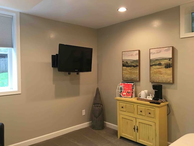 Spacious, Private Suite in the heart of Wayzata