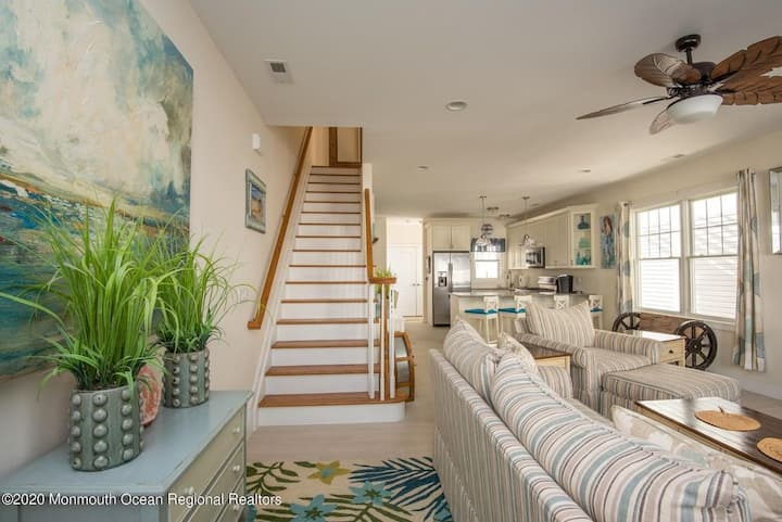 Modern 4 Br, 2 Blocks to Beach, New Listing