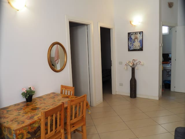 Apartment in historic center, near station and sea