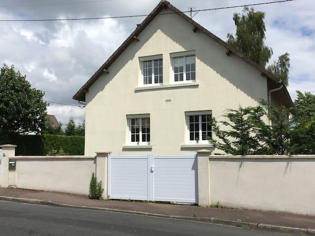 Grande maison tout confort - Bretteville-sur-Odon