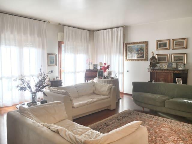 Due Stanze in elegante appartamento
