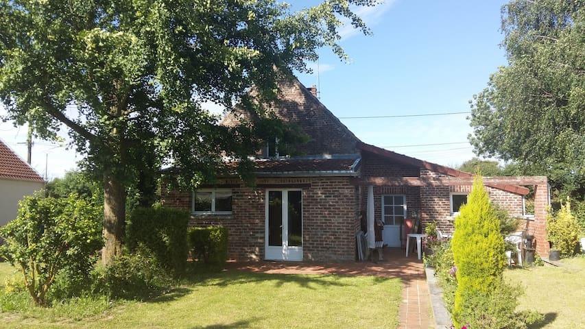 Gite meublé, jardin,terrasse, cheminée feu de bois - Villers-Pol - Домик на природе