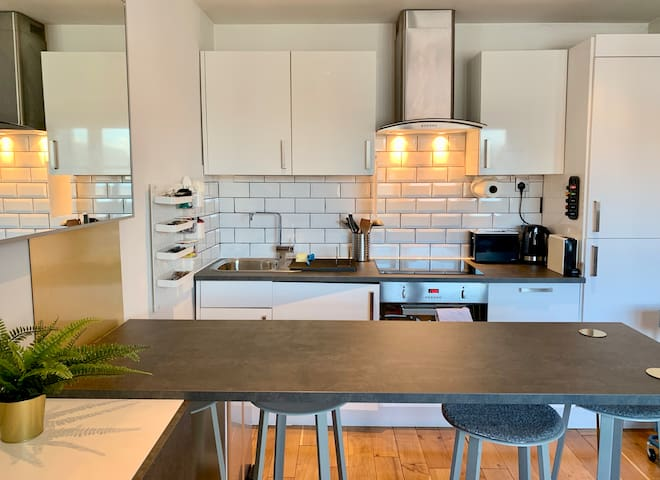 Thrive Apartments, Sleek & Superbly Situated 2 Bed