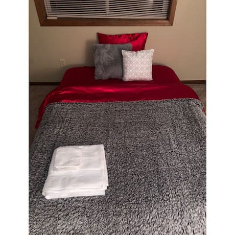 QUEEN AIR BED PRIVATE ROOM NO CLEANING FEES
