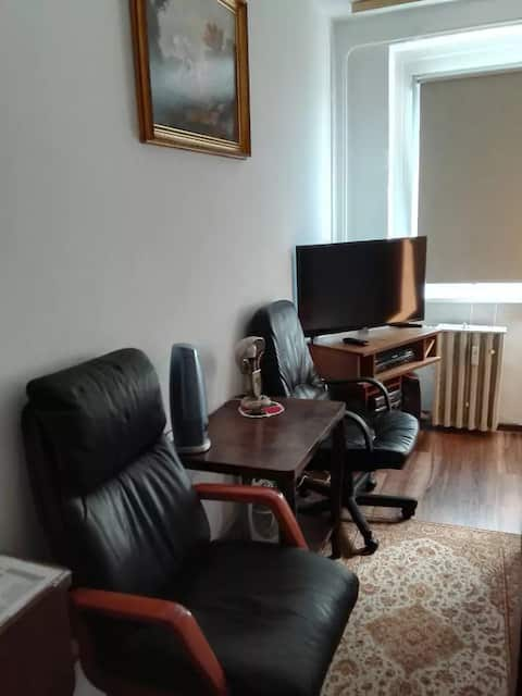 """""""Calm, friendly, close to citycenter""""and airport"""