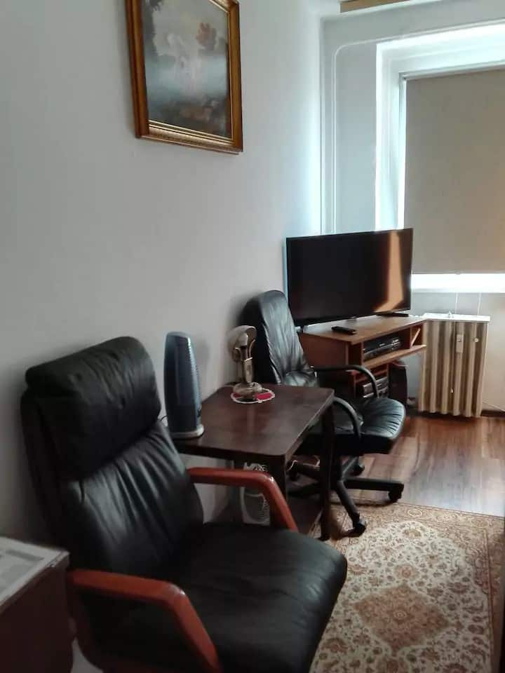 """Calm, friendly, close to citycenter""and airport"