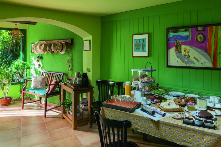 Can Coll, Bed And Breakfast en Garriguella