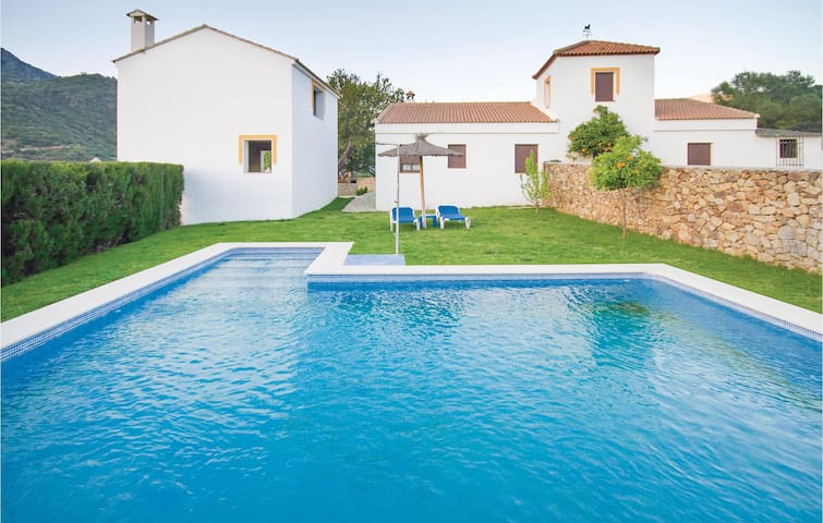 Holiday cottage with 5 bedrooms on 150m² in Ubrique