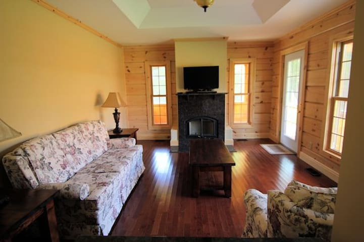 Immaculate Two Bedroom Square Log Cabin