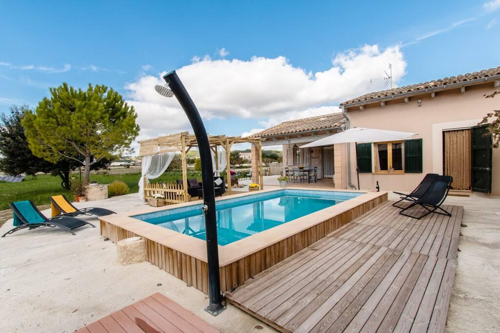 piscina de 3 x 6 y profundidad 1.35 - 2.00 con ducha exterior