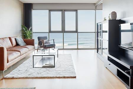 AMUA - Apartamento sobre el mar.  Wifi y parking.