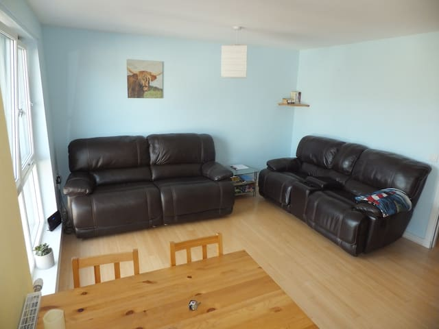 Airy two bedroom flat in Torry with harbour views