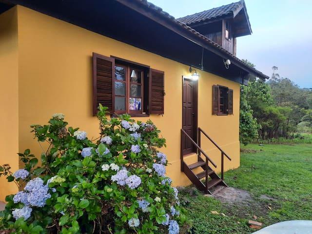 Casa inteira em Visc de Mauá (Vale do Alcantilado)