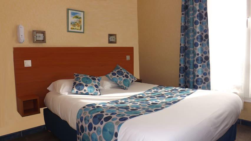 Chambre d'hôtel double pour 1 ou 2 personnes