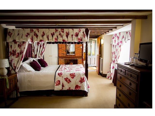 Family/Four poster @ The Cricketers