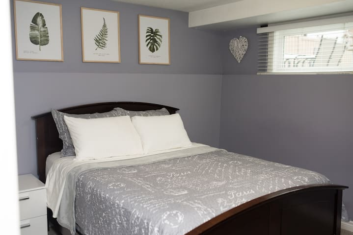 *WINTER DEAL NO CLEANING FEE* Lrg cozy 2 BR  suite