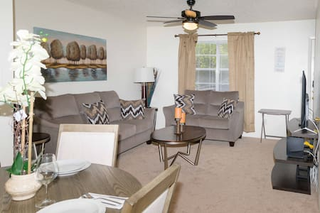 Spacious Condo In route to ATTRACTIONS!!