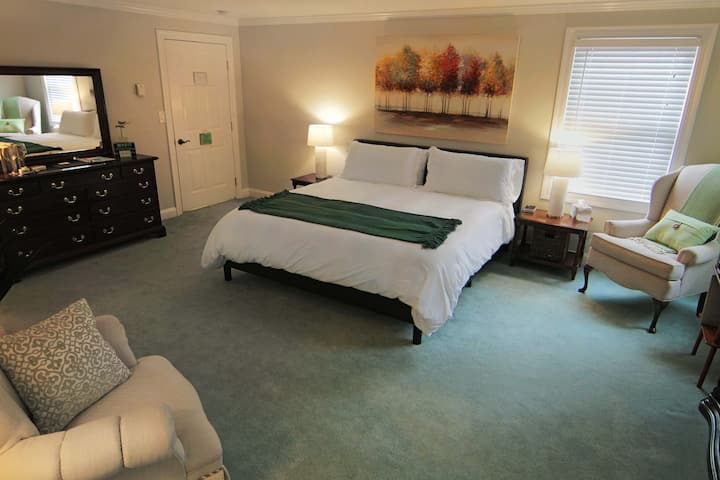 Private Room & Bathroom in Madison CT (Room 15)