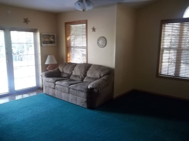 Private entrance/ pool. 2 beds/ large fenced yard.