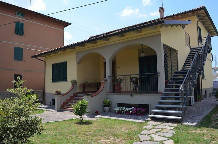 le vacanze vicino alle terre di Lorenzo de Medici - Prato - Apartment