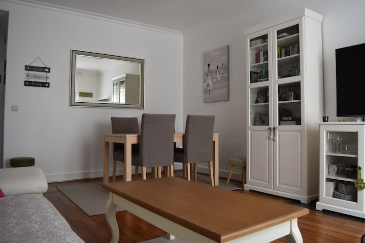 Lovely apartment close to Paris downtown