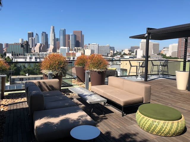 Penthouse Living in the Arts District 2BR/2BA/Pool