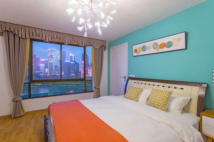 主卧1.8米超大双人床自带超大飘窗配上绝美江景尽收眼底