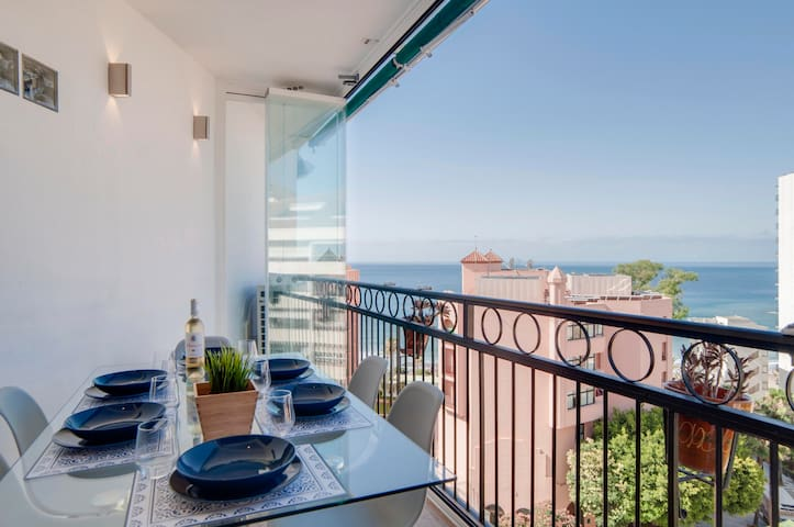 Front sea view Marbella center. 100 m to the beach