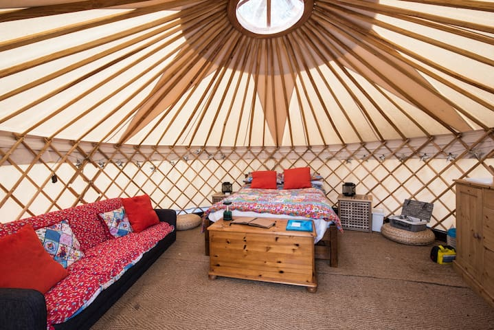 Luxury Yurt at Hale Farm Campsite - Chiddingly - Tenda