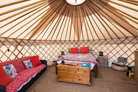 Luxury Yurt at Hale Farm Campsite - Yurta