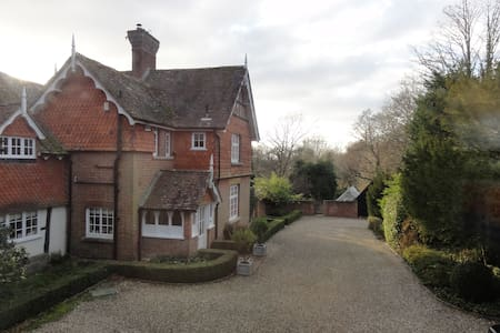 "Annexe at the Old Vicarage ""an oasis of calm"" - West Sussex - Rumah"