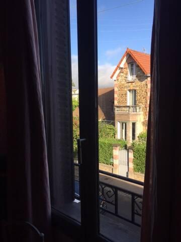 Chambre dans jolie maison, calme et charme assurés - Colombes - Hus
