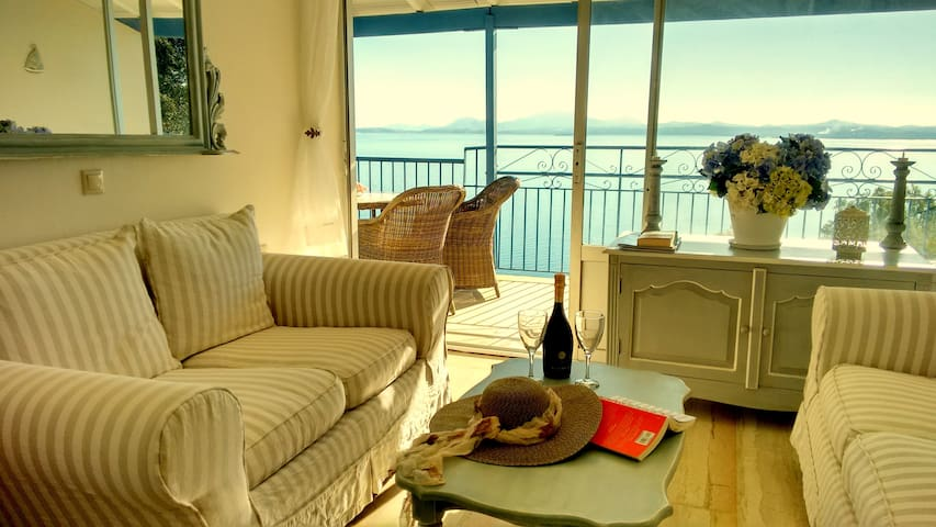 Blue Harbour, 2 bedroom apt. Hot tub! ADULTS ONLY