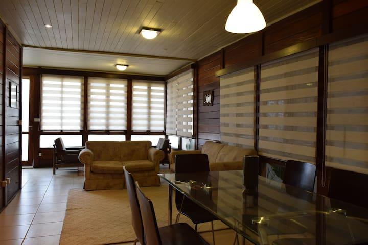 Acogedora Casa de madera - Zona segura y comercial