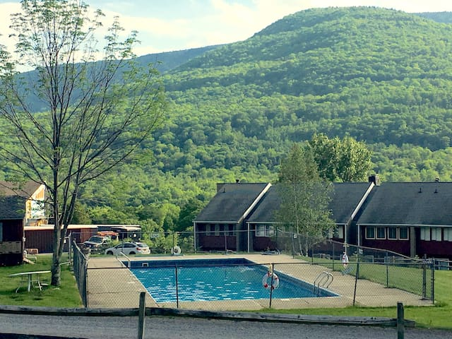 Hunter-Centrally located to slopes & restaurants