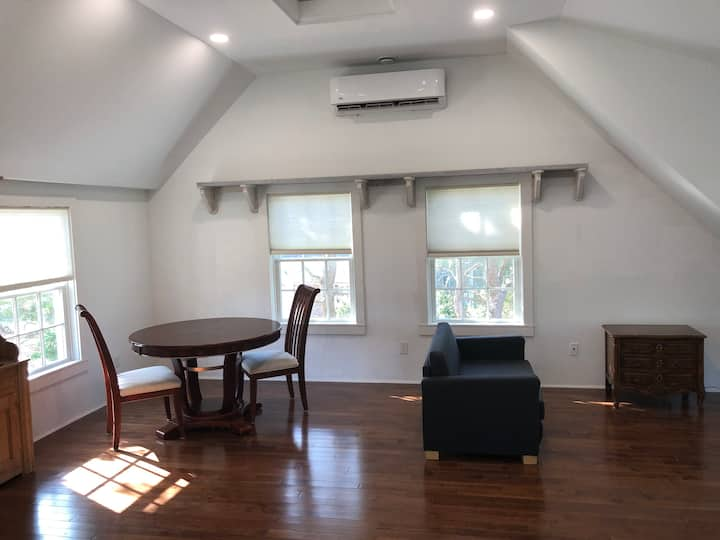 Blueberry Hill Carriage House studio