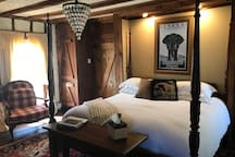1796 Private King Room in Private Cottage at Historic Inn