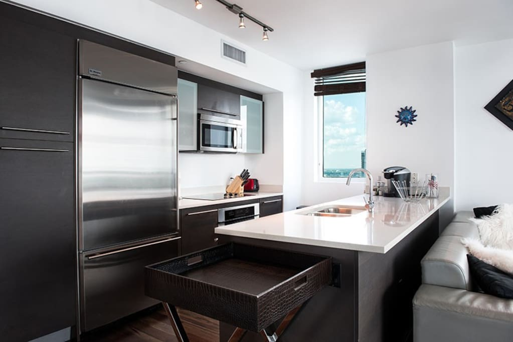 High standards kitchen with GE appliances including large fridge with freezer drawer, dishwasher, microwave and oven, help yourself to a K-cup and use the Kuerig coffee machine.