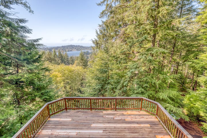 Enchanting Lake and Ocean Views from the Heights of this Rustic, Mountaintop Cabin near Lincoln City!