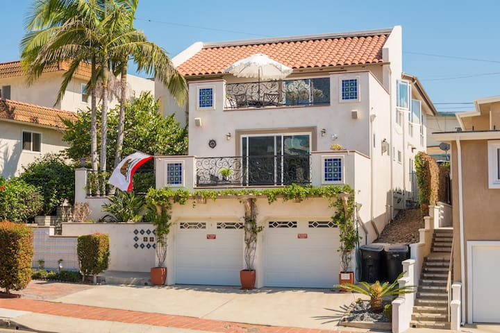 Modern and Immaculate 3 Bedroom Villa on Avenida Del Mar ~ Steps to the Beach