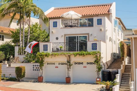 Modern and Immaculate 3 Bedroom Villa on Avenida Del Mar ~ Steps to the Beach & downtown