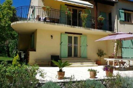 Grande villa sur la cote d'Azur 160m2 (4 chambres)
