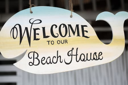 Indie Beach House with kitchen,2 bedrooms, AC